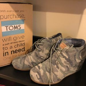 4aa991fcb53 Toms Shoes - TOMS Desert wedge in washed Camo - women s